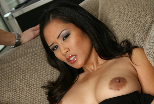 Jessica Bangkok gets her pussy fingered
